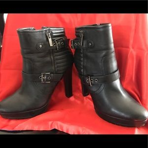 Guess Zipper Bootie Boots (Black Size 9)